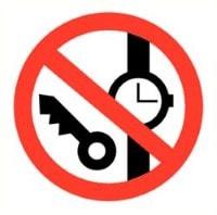 Horloge en sleutel verboden